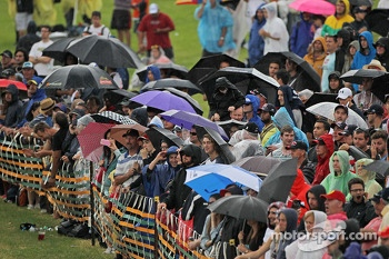 Fans in the rain during qualifying