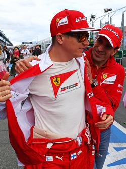 (L to R): Kimi Raikkonen, Ferrari with Marc Gene, Ferrari Test Driver