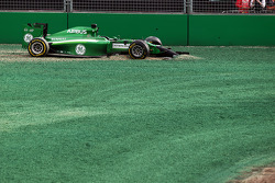 Kamui Kobayashi, Caterham CT05 crashed out at the start of the race