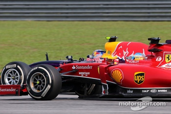 Fernando Alonso (ESP), Scuderia Ferrari and Sebastian Vettel (GER), Red Bull Racing  30