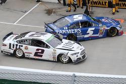 Brad Keselowski hits Kasey Kahne on pit road