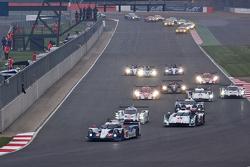 Start: #7 Toyota Racing Toyota TS040 Hybrid: Alexander Wurz, Stéphane Sarrazin, Kazuki Nakajima leads