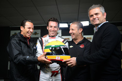 Helio Castroneves, Tony Kanaan, Gil de Ferran with Simon Pagenaud and his tribute helmet to Ayrton Senna
