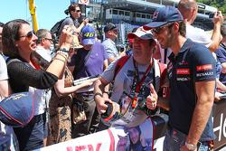 Jean-Eric Vergne, Scuderia Toro Rosso with fans