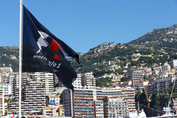F1旗帜在风景秀丽的摩纳哥海港