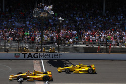 INDYCAR: Ryan Hunter-Reay, Andretti Autosport Honda celebrates