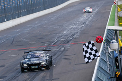 GT: #19 PIXUM Team Schubert BMW Z4 GT3: Dominik Baumann, Claudia Hurtgen takes the win