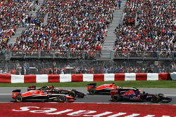 Daniil Kvyat, Scuderia Toro Rosso STR9, Jules Bianchi, Marussia F1 Team MR03, Pastor Maldonado, Lotus F1 E21 and Max Chilton, Marussia F1 Team MR03 at the start of the race