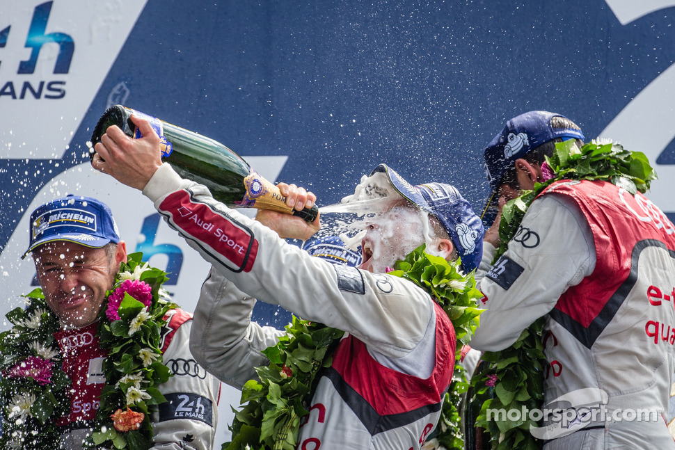 LMP1-H podium: Andre Lotterer goes crazy with the champagne
