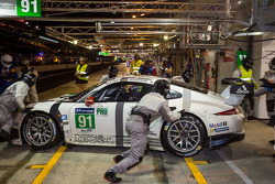Trouble for the #91 Porsche Team Manthey Porsche 911 RSR (991): Patrick Pilet, Jörg Bergmeister, Nick Tandy