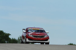 #36 Kia Racing/Kinetic Motorsports Kia Optima: Nic Jonsson