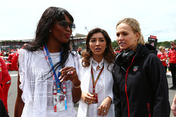 Naomi Campbell, (Left) and Fabiana Flosi, (Centre) on the grid