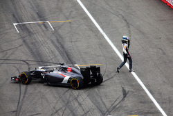 F1: Adrian Sutil, Sauber C33 spins out of the race