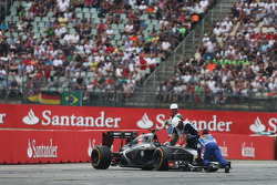 F1: Adrian Sutil, Sauber C33 spun and retired from the race