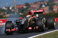 Pastor Maldonado, Lotus F1 locks up under braking