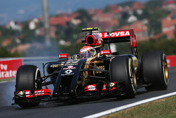F1: Pastor Maldonado, Lotus F1 locks up under braking