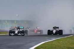 F1: Nico Rosberg, Mercedes AMG F1 W05 leads at the start of the race