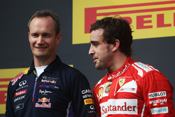F1: Fernando Alonso, Ferrari on the podium with Paul Monaghan, Red Bull Racing Chief Engineer