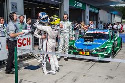 Parc fermé: race winner Marco Wittmann, BMW Team RMG BMW M4 DTM celebrates with Timo Glock, BMW Team MTEK BMW M4 DTM