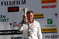eBay Motors Team Principal Dick Bennetts collects the team award