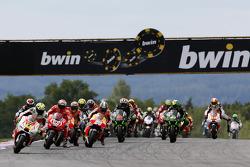 Start: Andrea Iannone, Pramac Ducati leads