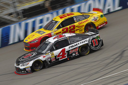 NASCAR-CUP: Joey Logano, Team Penske Ford and Kevin Harvick, Stewart-Haas Racing Chevrolet