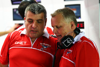 Johnny Herbert, Sky Sports F1 Presenter joins the Marussia F1 Team mechanics