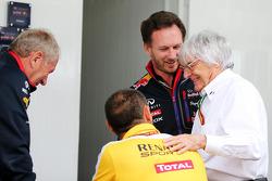 红牛赛车运动顾问赫尔穆特·马尔科和雷诺F1总监塞里尔·阿比特波尔及红牛车队车队经理克里斯蒂安·霍纳和伯尼·埃克莱斯通(英国)