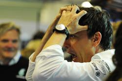 Toto Wolff, Mercedes AMG F1-aandeelhouder en Executive Director, viert de wereldtitel met het team