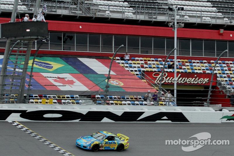 #13 Rum Bum Racing Porsche 997: Matt Plumb, Hugh Plumb pakt de overwinning