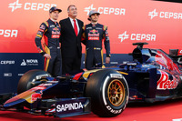 (L to R): Max Verstappen, Scuderia Toro Rosso with the Cepsa Vice President of Marketing and Carlos Sainz Jr., Scuderia Toro Rosso at the Scuderia Toro Rosso STR10 unveiling