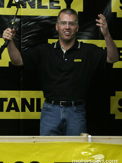 Evernham Motorsports press conference: Jeremy Mayfield at a nail hitting contest