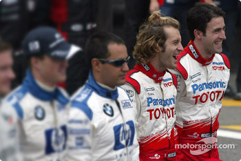 Drivers of the 2004 World Championship photoshoot: Jarno Trulli and Ricardo Zonta