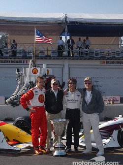 The contenders for the Vanderbilt Cup: pole winner Sébastien Bourdais and Bruno Junqueira pose with Carl Haas and Paul Newman