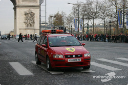 Parade on Champs-Elysées: a Fiat closes the parade