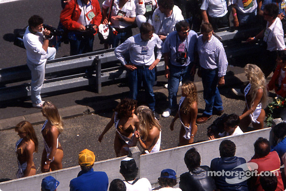 The Hawaiian Tropic girls on the starting grid