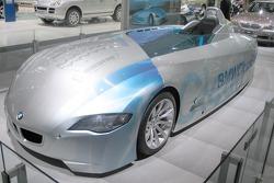 BMW hydrogen burning speed record car