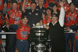 NASCAR-CUP: Victory lane: race winner Jeff Gordon celebrates with Rick Hendrick and his team