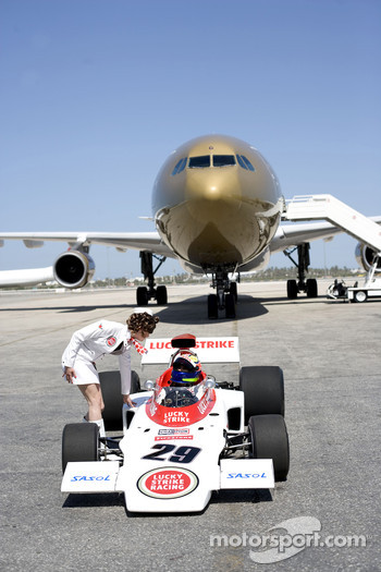 'Catch me if you can' photoshoot, Bahrain International Airport: Enrique Bernoldi