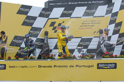 Podium: champagne for Alex Barros, Valentino Rossi and Max Biaggi