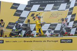 Pódio: champanhe para Alex Barros com Valentino Rossi e Max Biaggi