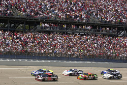 Kevin Harvick and Jeff Gordon lead the field to the green flag