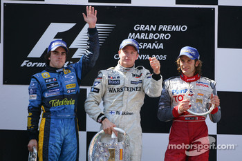 Podium: race winner Kimi Raikkonen with Fernando Alonso and Jarno Trulli