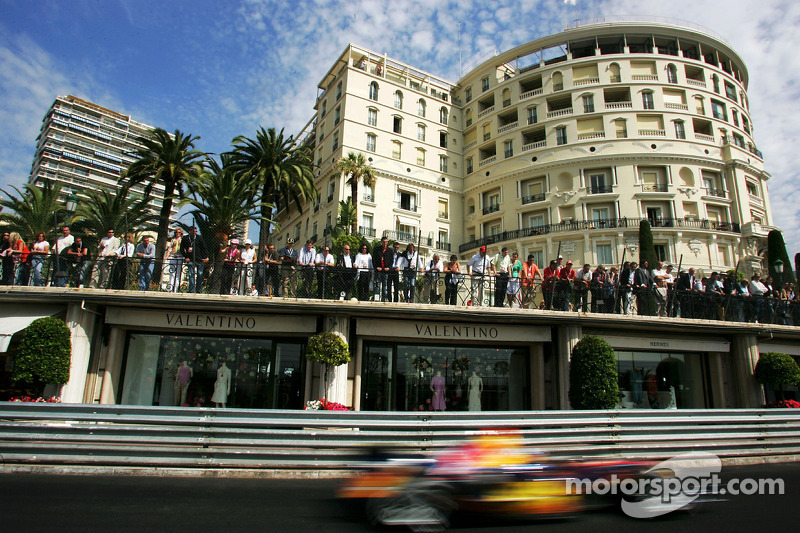 Monaco-Fans verfolgen das Rennen