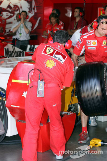 New tire warmer at Ferrari