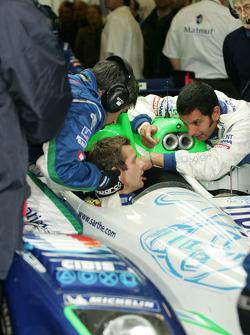 Soheil Ayari gives a few recomendations to Sébastien Loeb