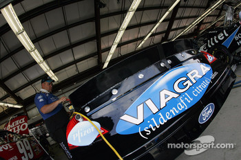 Viagra Ford garage area
