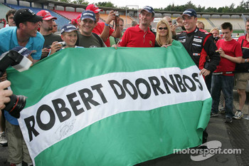Robert Doornbos with his fans
