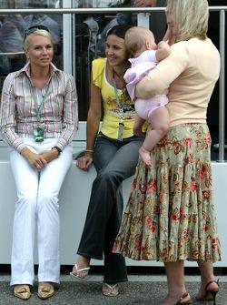 The mother of Nick Heidfeld with the wife of Antonio Pizzonia