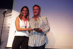 Nani Rodriguez presents the award for Best Cooperation with the Gonzalo Rodriguez Memorial Foundation to the DAMS team